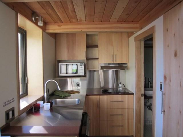 joseph-giampietro-mini-b-kitchen1-via-smallhousebliss