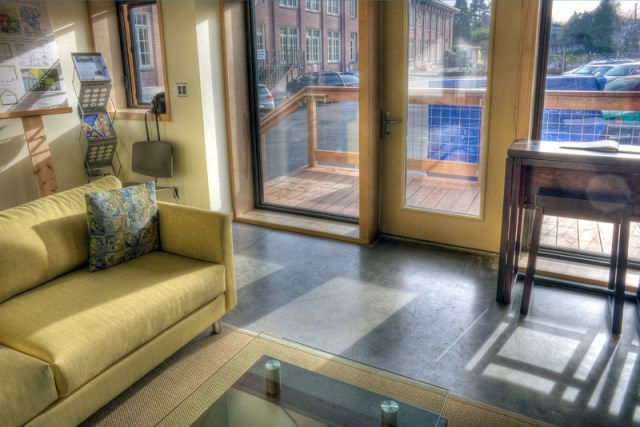 joseph-giampietro-mini-b-living-room2-via-smallhousebliss1