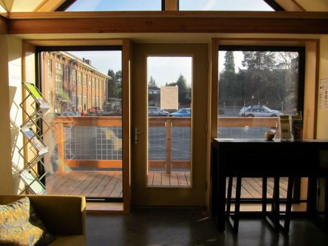 joseph-giampietro-mini-b-living-room3-via-smallhousebliss