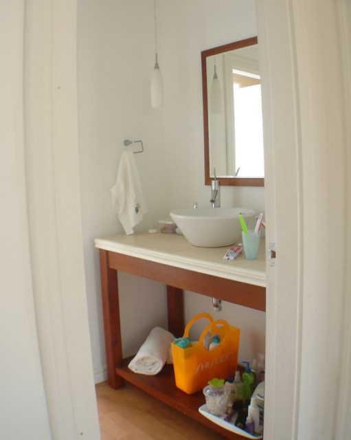 mark-zacapa-treasure-hill-bathroom1-via-smallhousebliss