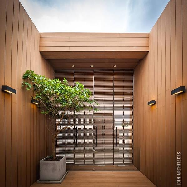 modern glassy townhouse renovation (14)