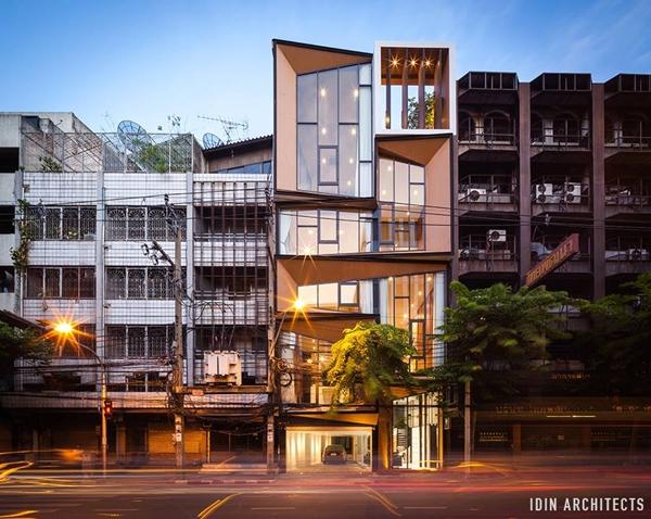 modern glassy townhouse renovation (3)