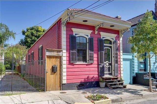 narrow facade house with colorful design (1)