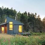 บ้านตากอากาศ สไตล์คอทเทจ มาพร้อมเฉลียงหน้าบ้าน ทามกลางธรรมชาติ