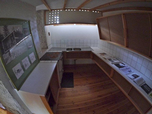 ralph-erskine-the-box-kitchen-via-smallhousebliss