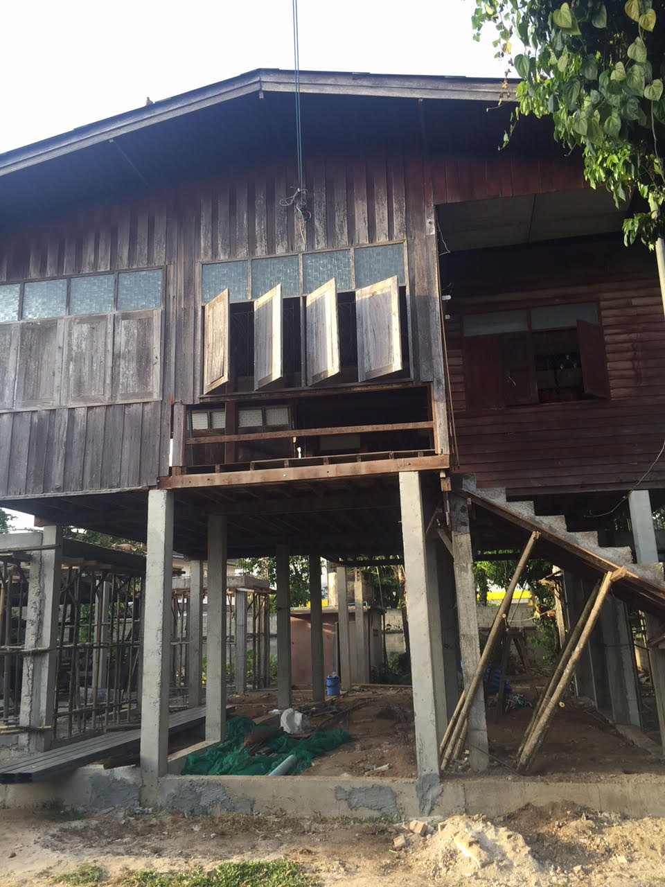 renovate-old-wooden-house-to-western-cafe-hostel (4)
