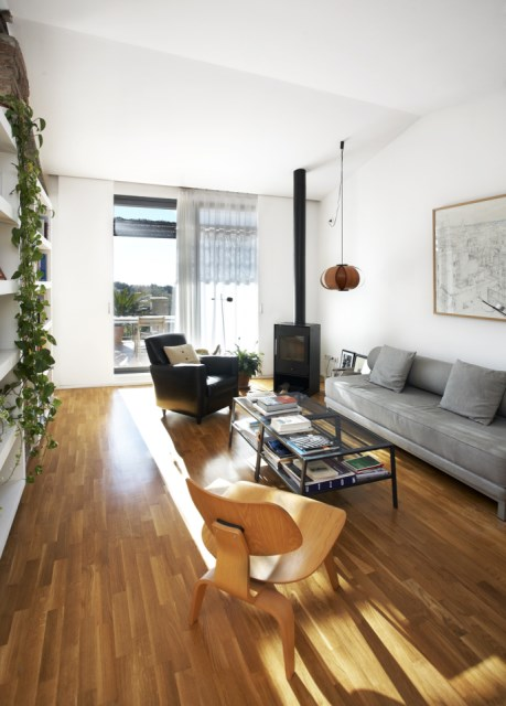 sauquet-arquitectes-converted-stable-living1-via-smallhousebliss