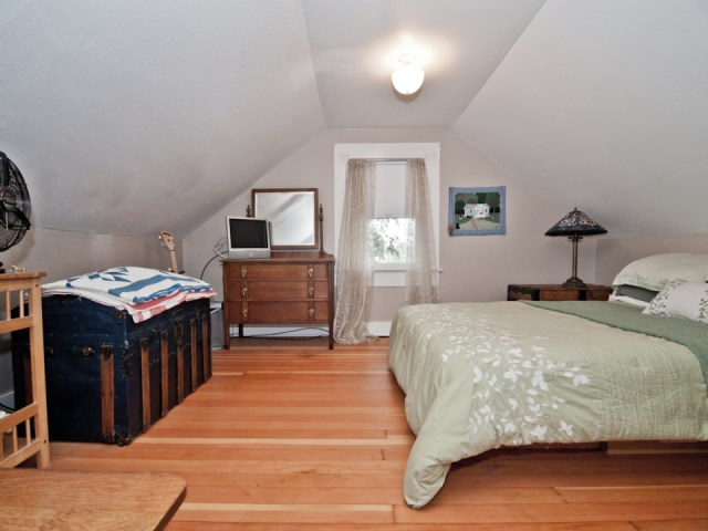 smallhousebliss-1912-portland-bungalow-attic-bedroom