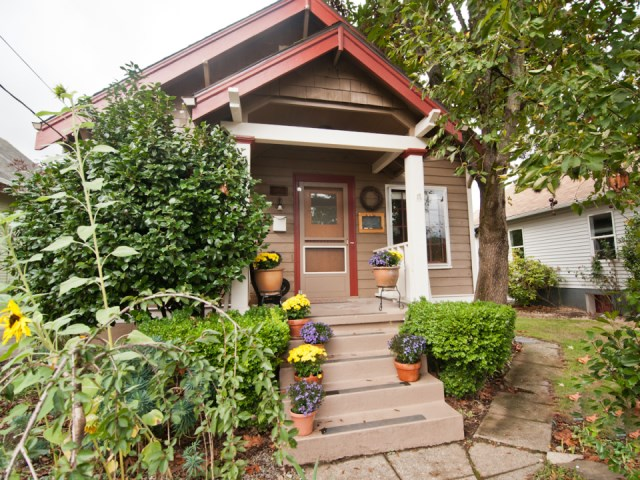 smallhousebliss-1912-portland-bungalow-exterior-porch