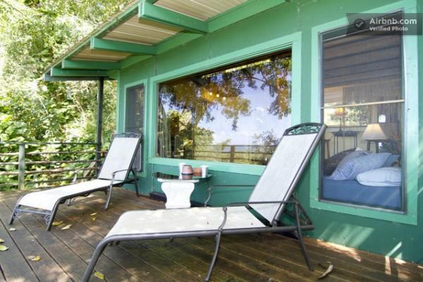 tiny-treehouse-bungalow-oceanview-hawaii-0011-600x400