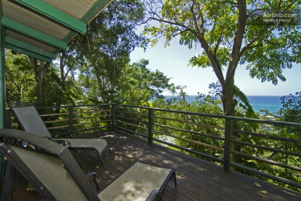 tiny-treehouse-bungalow-oceanview-hawaii-0012-600x400
