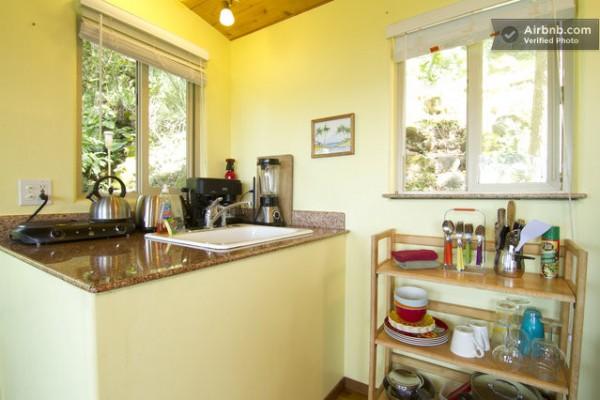 tiny-treehouse-bungalow-oceanview-hawaii-003-600x400