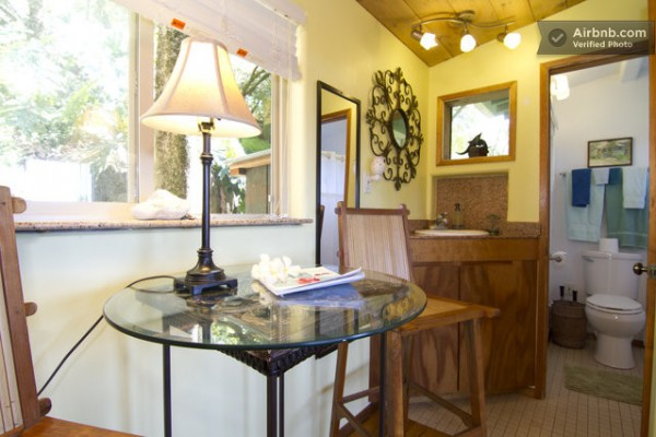 tiny-treehouse-bungalow-oceanview-hawaii-005-600x400