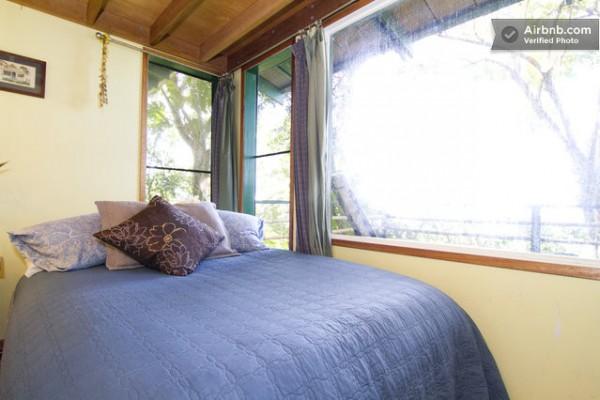 tiny-treehouse-bungalow-oceanview-hawaii-008-600x400
