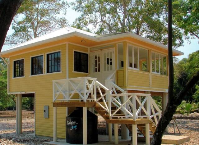 utilla-beach-cottage-exterior3-via-smallhousebliss