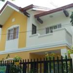 บ้านสองชั้นดีไซน์ร่วมสมัย 4 ห้องนอน 2 ห้องน้ำ ในโทนสีที่อบอุ่นและอ่อนโยน