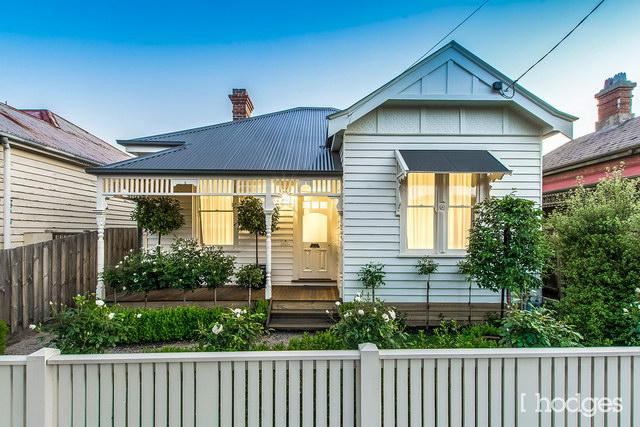 1-storey-narrow-facade-classic-house (1)