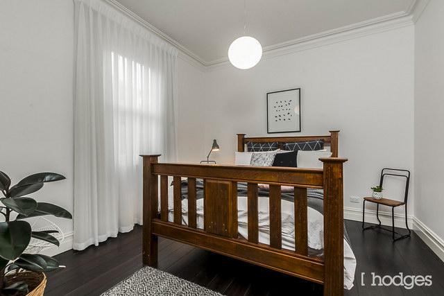 1-storey-narrow-facade-classic-house (12)