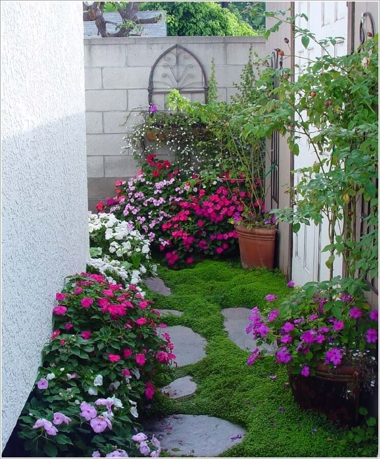 10 ideas to decorate the wall of side yard (3)