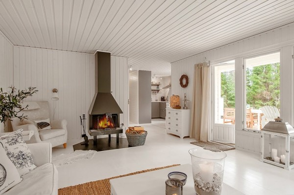 613-sq-ft-small-house-in-sweden-woods-003-600x399