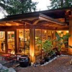 บ้านไม้ชั้นเดียวสไตล์รัสติค โปร่งโล่งด้วยงานกระจก ออกแบบพร้อมสวนลอยฟ้าแสนสวย