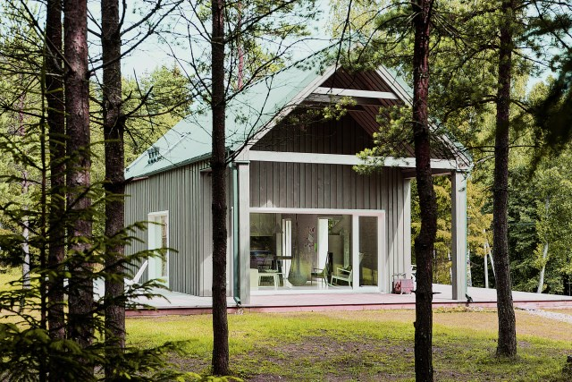 Lithuanian-Hunting-House-Devyni-architektai-Lithuania-Exterior-Humble-Homes