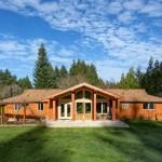 บ้านไม้สไตล์รัสติค ตกแต่งครบครันสวยงาม ให้อารมณ์แบบบ้านสวนบ้านตากอากาศ