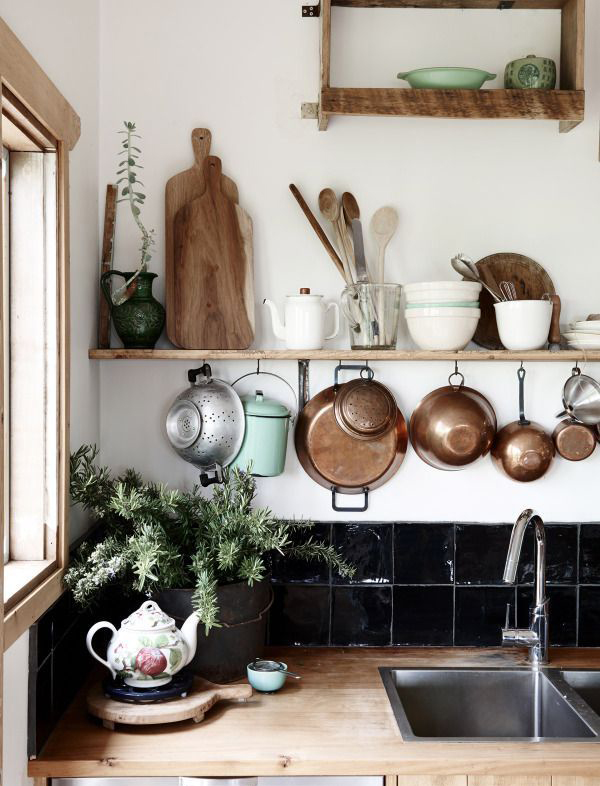 bohemian-kitchen-hanging-storage-wall