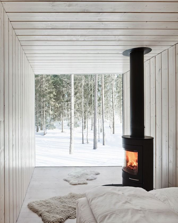 cabin-winter-bedroom-with-fireplaces