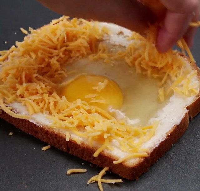 cheesy-egg-toast-recipe (4)