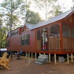 บ้านคอมแพ็คขนาดกะทัดรัด แต่งด้วยไม้ทั้งหลัง เหมาะสร้างเป็นรีสอร์ทพักผ่อน