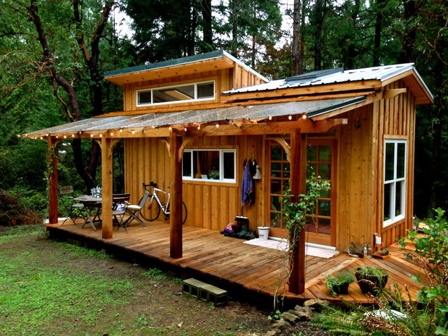 compact-cabin-house-in-forest (1)