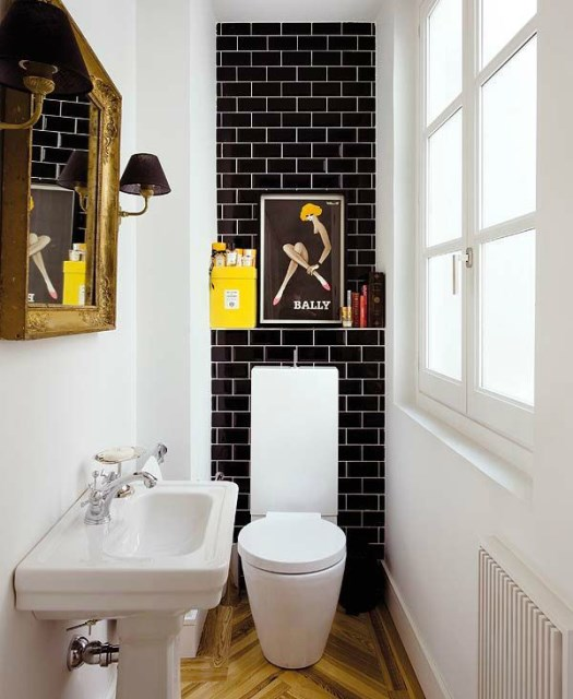 cool-small-bathroom-with-pop-colors