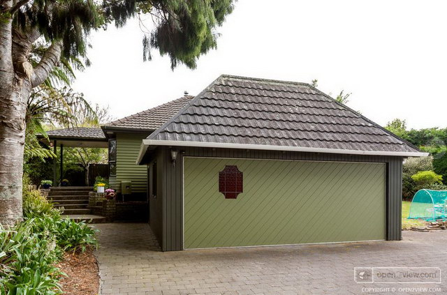 green-small-hip-roof-house-with-garden (34)