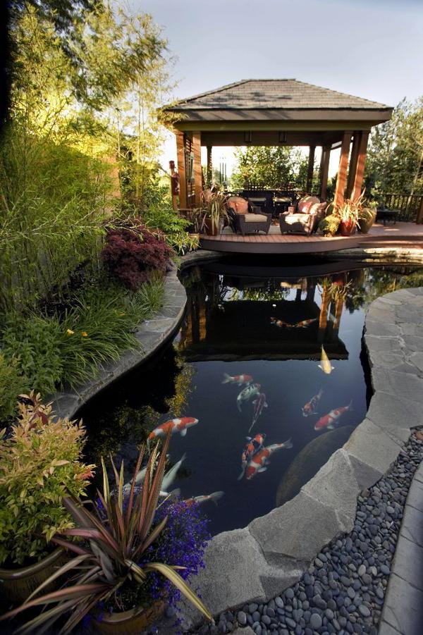 pretty-garden-pond-deck-decoration