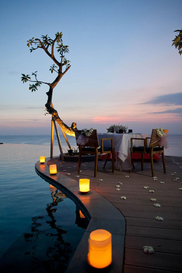romantic-outdoor-dinner-at-the-beach
