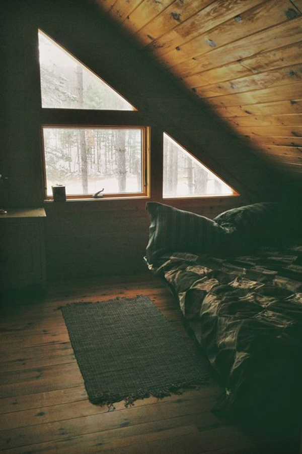 rustic-loft-bedroom-for-winter