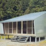 บ้านโมเดิร์นขนาดเล็ก รูปทรงแปลกตา ตกแต่งด้วยอลูมิเนียมคอมโพสิตและไม้