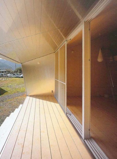 small-japanese-homes-compact-cottage-6