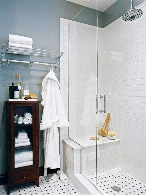 tiny-bsthroom-with-towel-display-ideas