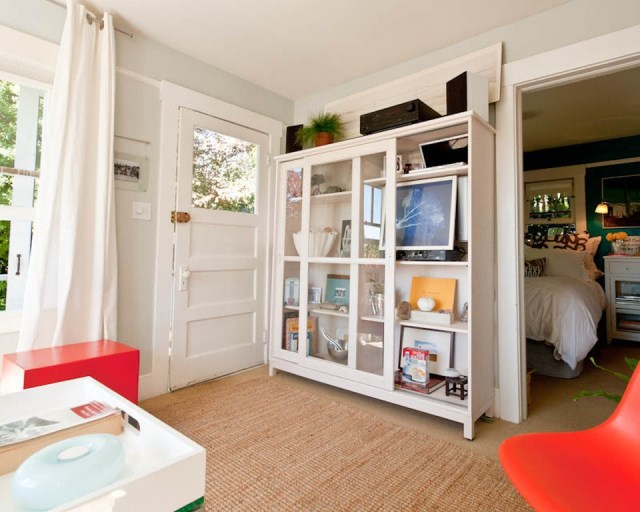 tiny-cottage-in-sausalito-interior3-via-smallhousebliss