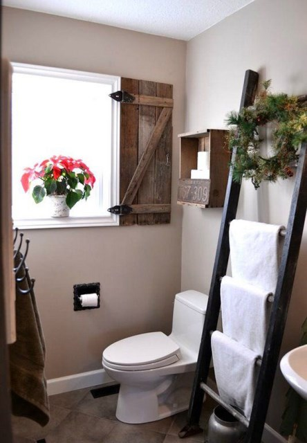 vintage-small-bathroom-with-cozy-retreat