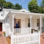 บ้านคอทเทจสีขาว ขนาดกะทัดรัดแต่ไม่อึดอัด ออกแบบเพื่อการพักผ่อนโดยเฉพาะ