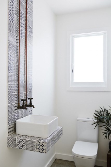 white-small-bathroom-decorating