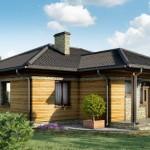 บ้านร่วมสมัย 2 ห้องนอน หลังคาปั้นหยาออกแบบเรียบง่าย ตกแต่งวัสดุจากไม้