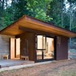 บ้านตากอากาศสไตล์โมเดิร์น หลังเล็กกะทัดรัด ตกแต่งจากปูนเปลือยและไม้