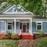 บ้านคันทรี่ทรงหน้าจั่ว ดีไซน์อบอุ่น สีสันสดใส สัมผัสบรรยากาศใกล้ชิดธรรมชาติ