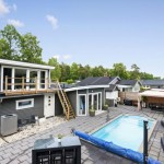 บ้านสองชั้นสไตล์โมเดิร์น มาพร้อมพื้นที่พักผ่อนกลางแจ้ง และสระว่ายน้ำ