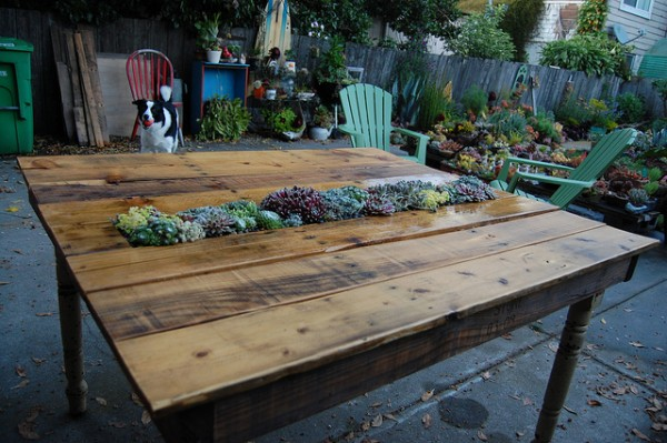 50 diy pallet table ideas (16)