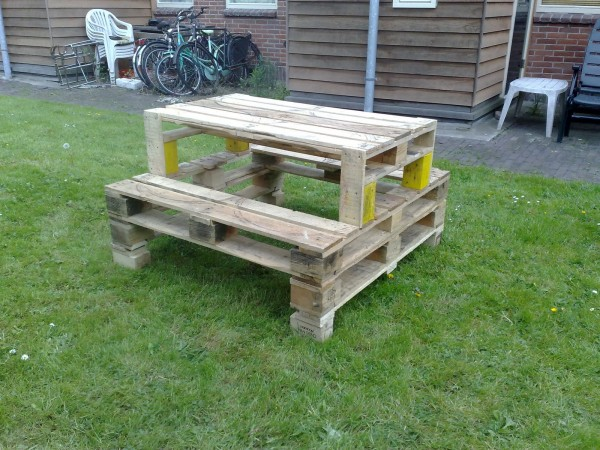 50 diy pallet table ideas (3)